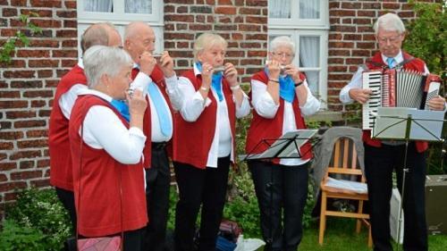 Für musikalische Unterhaltung sorgte die Mundharmonikagruppe Rödinghausen.